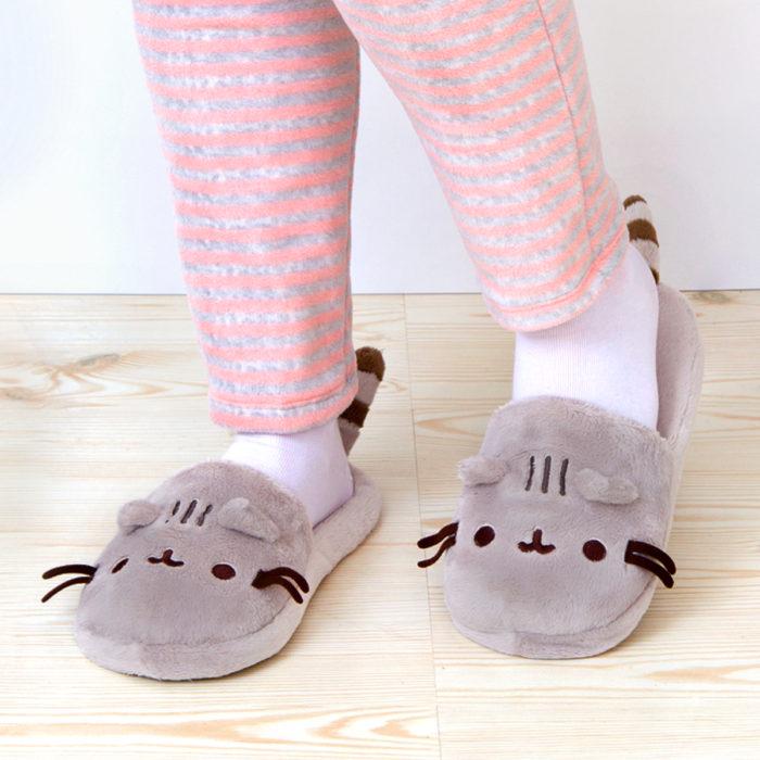 Bonitas pantuflas kawaii; calzado de Pusheen