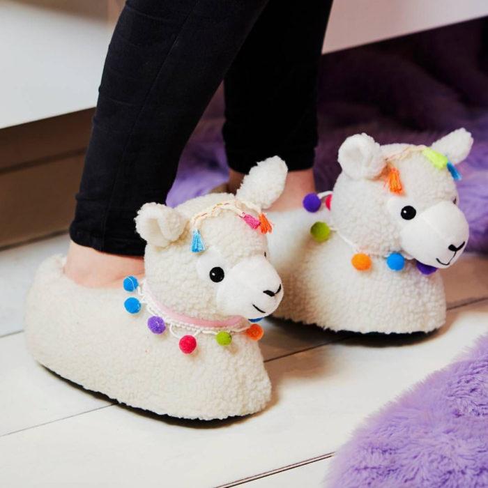 Bonitas pantuflas kawaii; calzado de borrego, llama