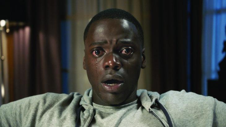 Estrenos de Netflix en diciembre, película ¡Huye! con Daniel Kaluuya como Chris Washington; hombre afroamericano llorando