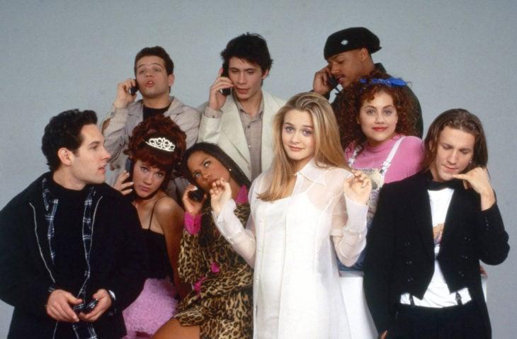 Personajes de la película clueless posando para una sesión de fotos de la película