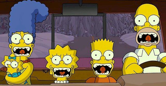 Escena de la serie de Los simpsons con todos los personajes dentro del carro gritando