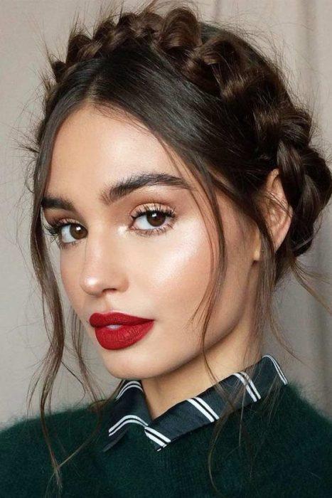 Chica con maquillaje sencillo