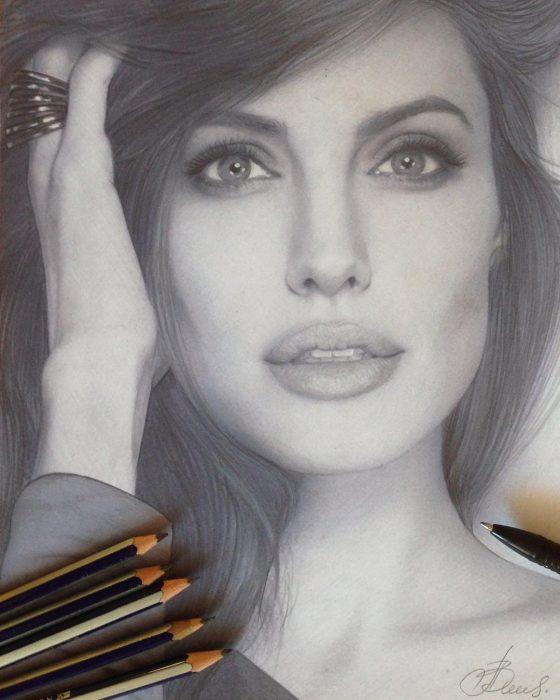 Dibujo hiperrealista de la artista Litvin Alena, Angelina Jolie