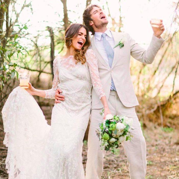 Ian Somerhalder y Nikki Reed el día de su boda riendo y cantando mientras bebían cerveza