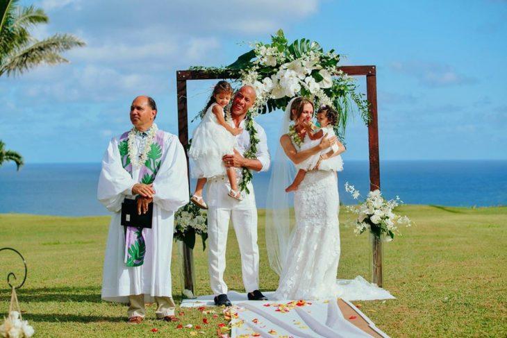 "Boda de Dwayne ""The Rock"" Johnson y Lauren Hashianen hawaii junto a sus hijas"