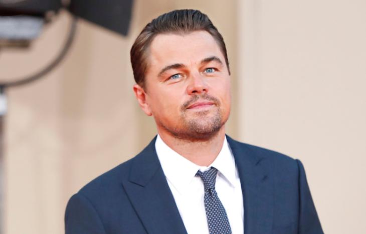 Leonardo DiCaprio durante una alfombra roja de cine