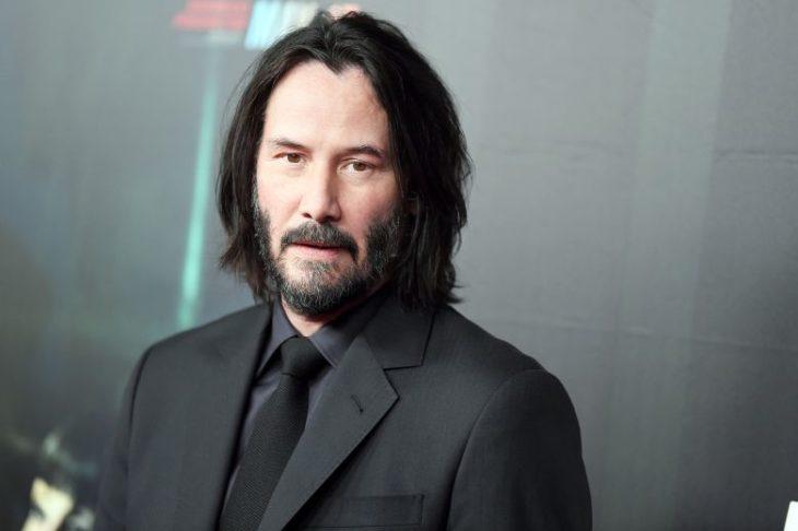Keanu Reeves en la alfombra roja de Cyberpunk