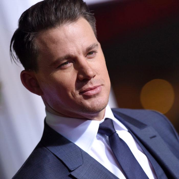 Channing Tatum termina su relación con Jessie J y busca el amor en una aplicación de citas; hombre con traje gris y corbata