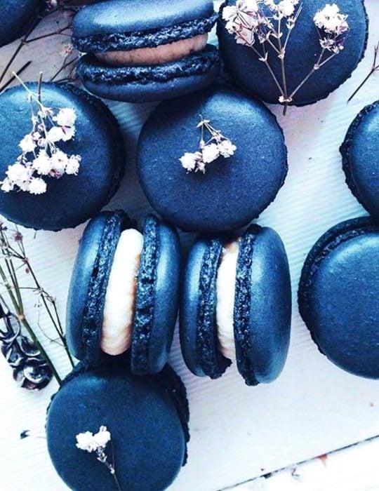 Pantone elije el classic blue como el color del 2020; macarrones azul clásico