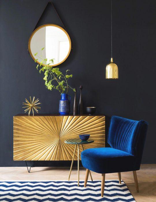 Pantone elije el classic blue como el color del 2020; sillón individual azul clásico