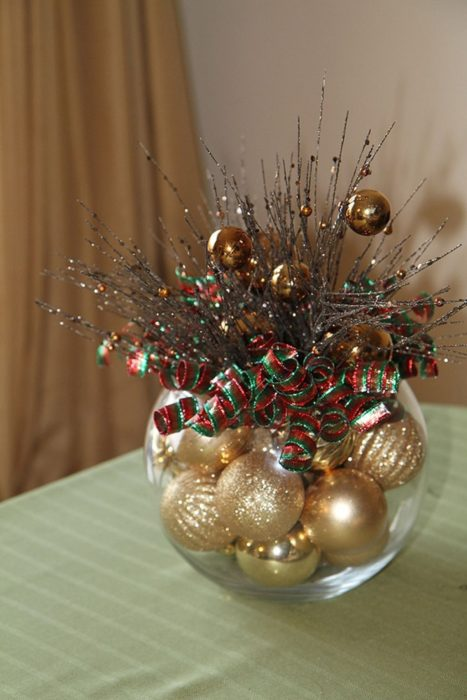 Decoración que puedes hacer con esferas en centros de mesa