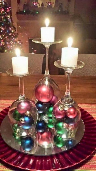 Decoración que puedes hacer con esferas en velas para centros de mesa