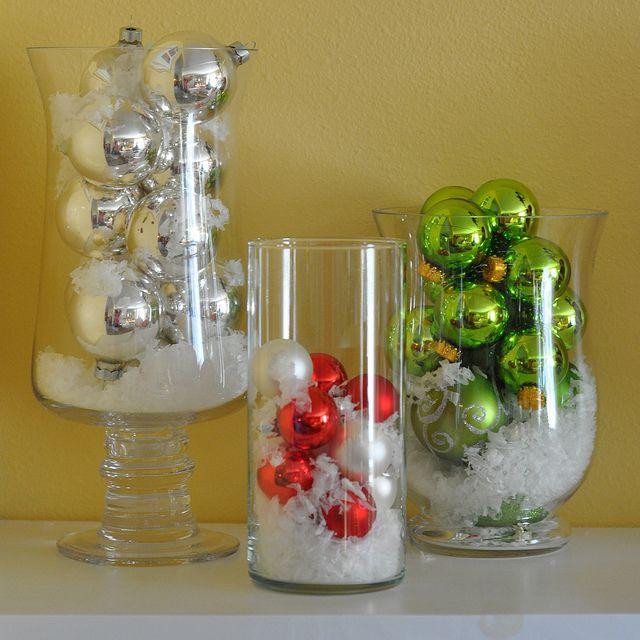 Decoración que puedes hacer con esferas en floreros de vidrio