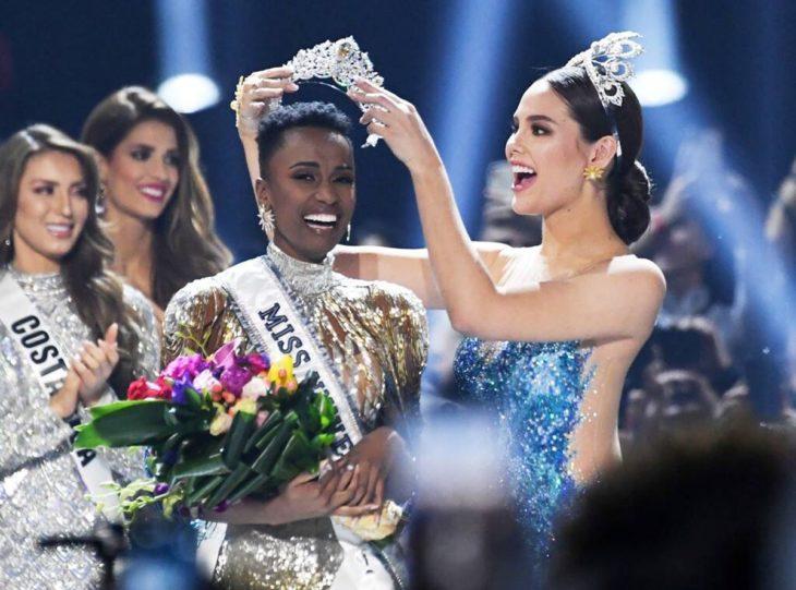 Catriona Gray coronando a la nueva Miss Universo 2019
