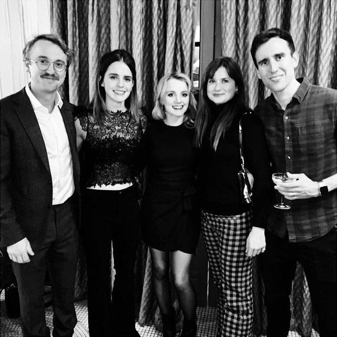 Emma Watson, Tom Felton, Matthew Lewis, Evana Lynch, Bonnie Wright en una reunión de Navidad