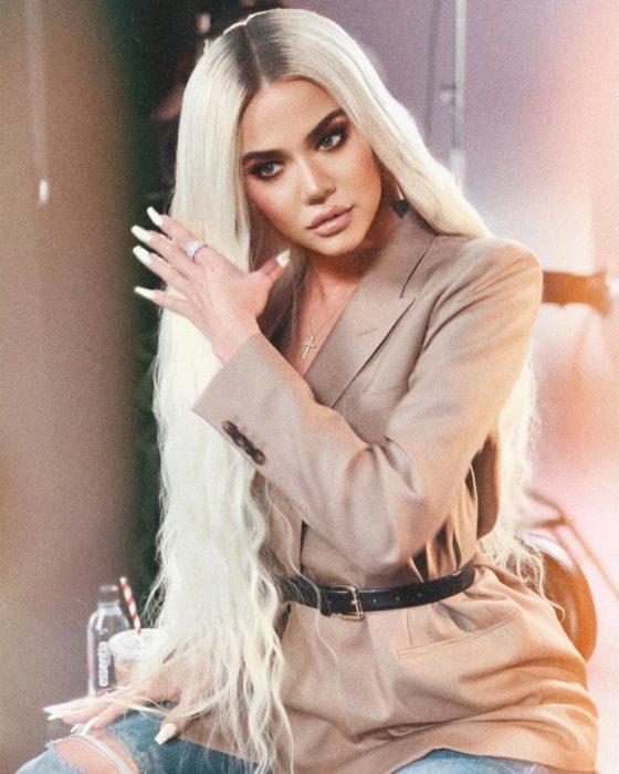 Error de Photoshop de Khloe Kardashian en sus dedos