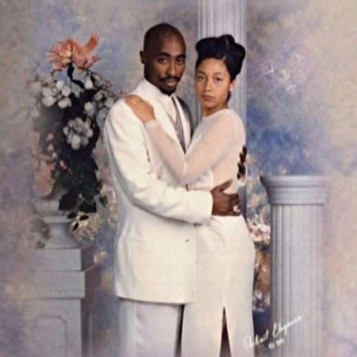 Tupac con traje blanco lleva a fan al baile de graduación