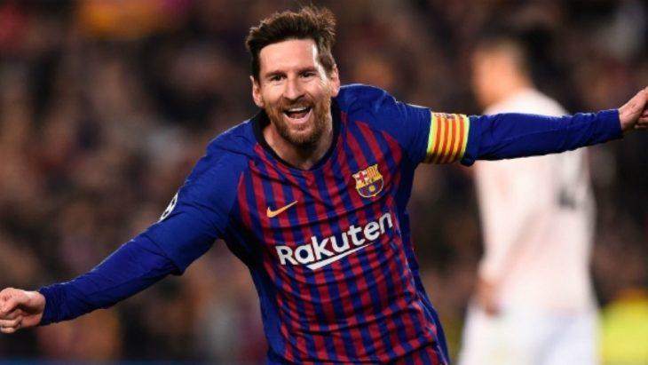Lionel Messi celebrando a mitad de partido