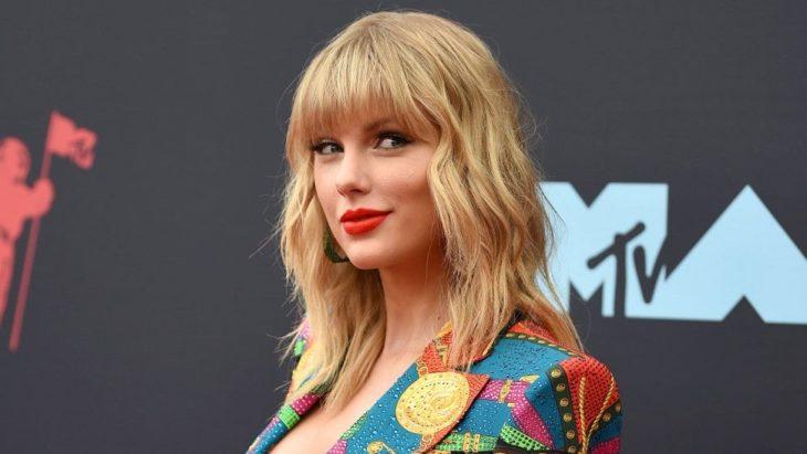 Taylor Swift en la alfombra roja de los premios VMA'S