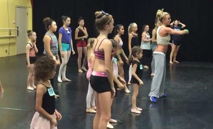 Britney Spears impartiendo clases de ballet gratis
