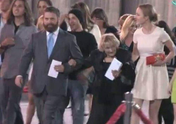 Zach Galifianakis y Renée Zellweger junto a Queen Mimi
