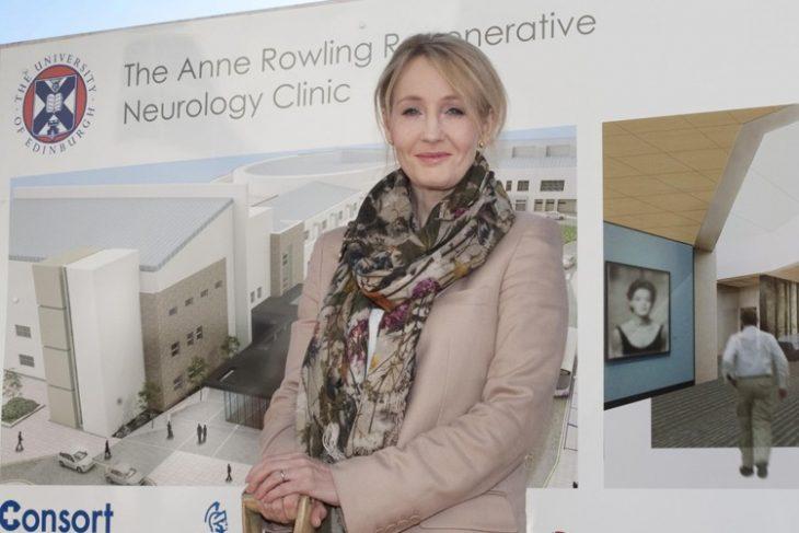 J.K. Rowling inaugurando un hospital de especialidades