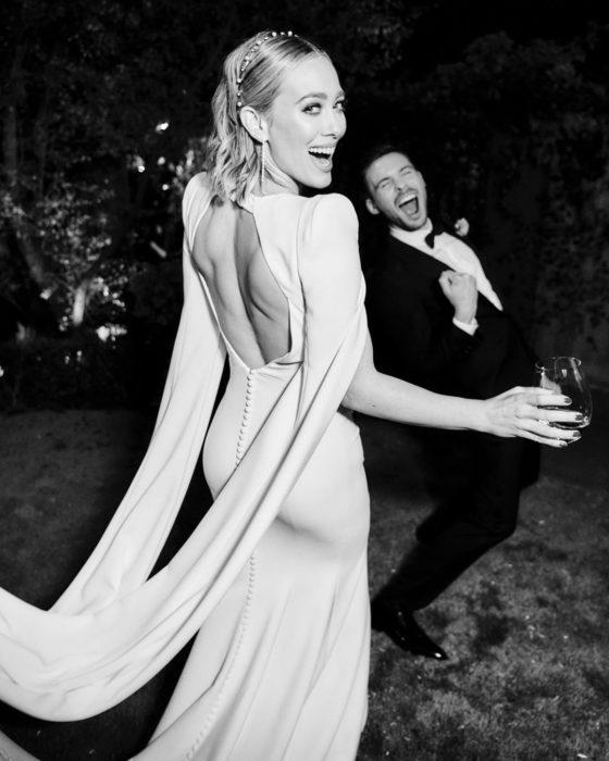 Hilary duff bailando y riendo junto a su esposo Matthew Koma