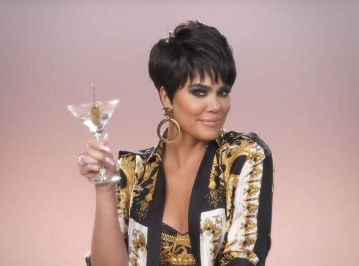 Khloé Kardashian disfrazada como Kris Jenner