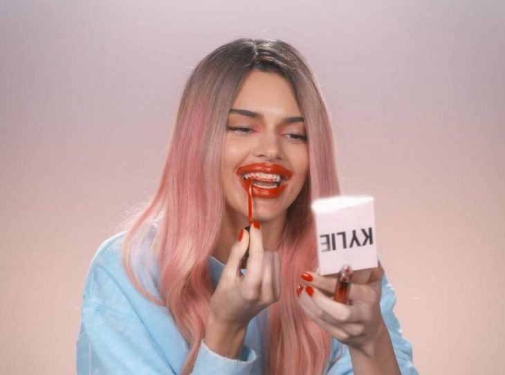 Kendall Jenner disfrazada como Kylie Jenner