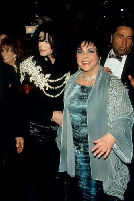 Liz Taylor y Michael Jackson durante la fiesta de cumpleaños de Taylor