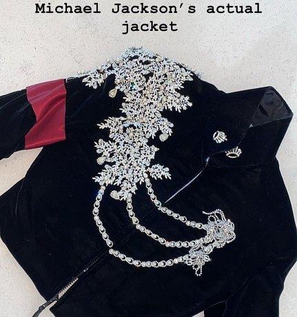 Chaqueta de Michael Jackson con aplicaciones de diamantes y hecha de terciopelo