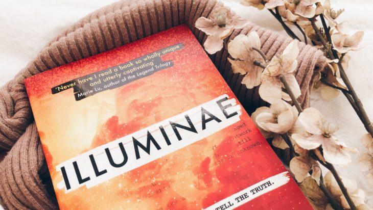 Portada del libro Illuminae de Amie Kaufman y Jay Kristoff.