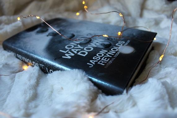 Portada del libro Long Way Down de Jason Reynolds.