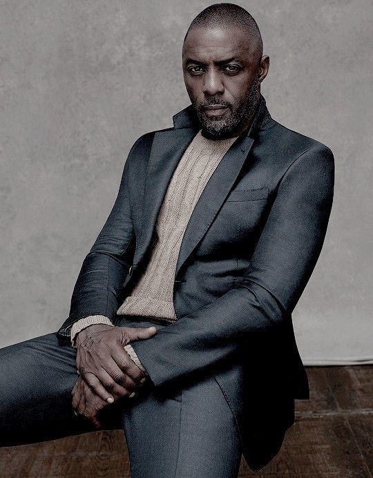 Idris Elbaposando para una sesión fotográfica