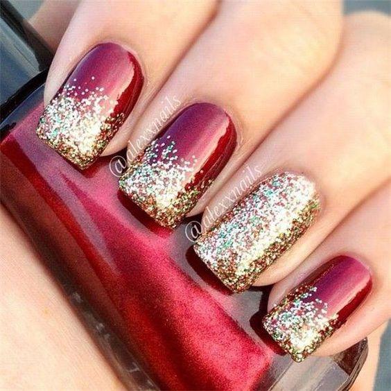 Manicura en rojo con glitters dorados
