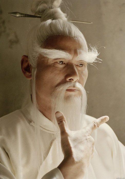 Gordon Liu usando una peluca para la película de Kill Bill vol 2
