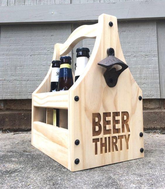 Reja de madera con cervezas