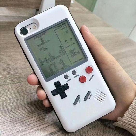 Case para celular con forma de game boy