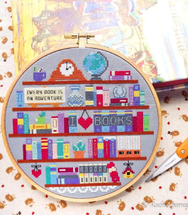 Regalos para personas que aman leer; bordado de librero con libros