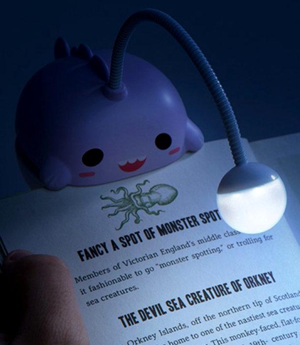Regalos para personas que aman los libros; lámpara tierna para leer