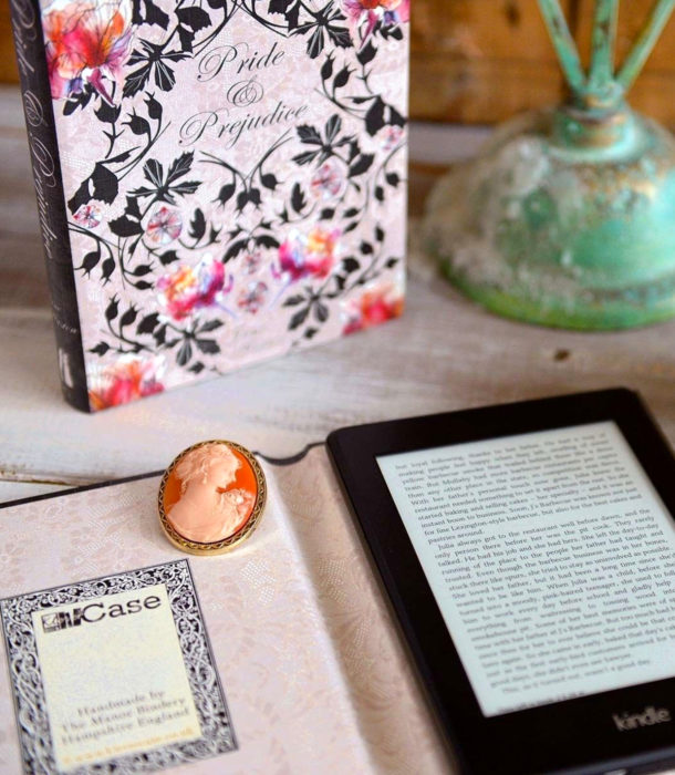 Regalos para personas que aman los libros; case de Orgullo y prejuicio