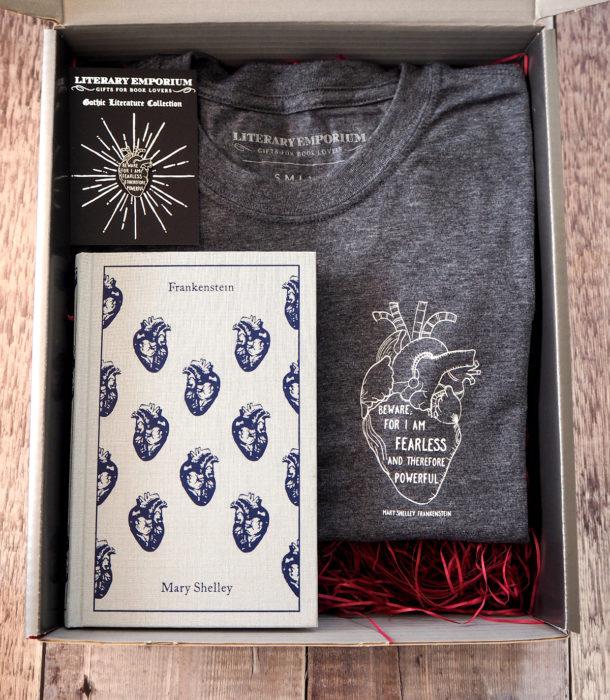 Regalos para personas que aman leer; kit del libro Frankenstein de Mary Shelby, libro y playera