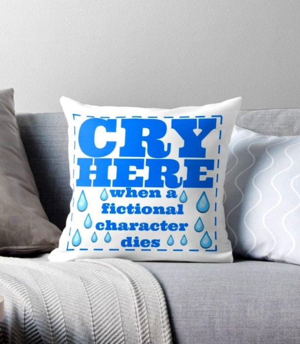 Regalos para personas que aman los libros; almohada para llorar