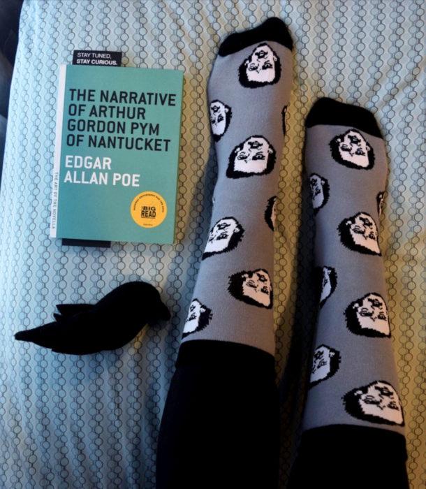 Regalos para personas que aman los libros; calcetines de Edgar Allan Poe