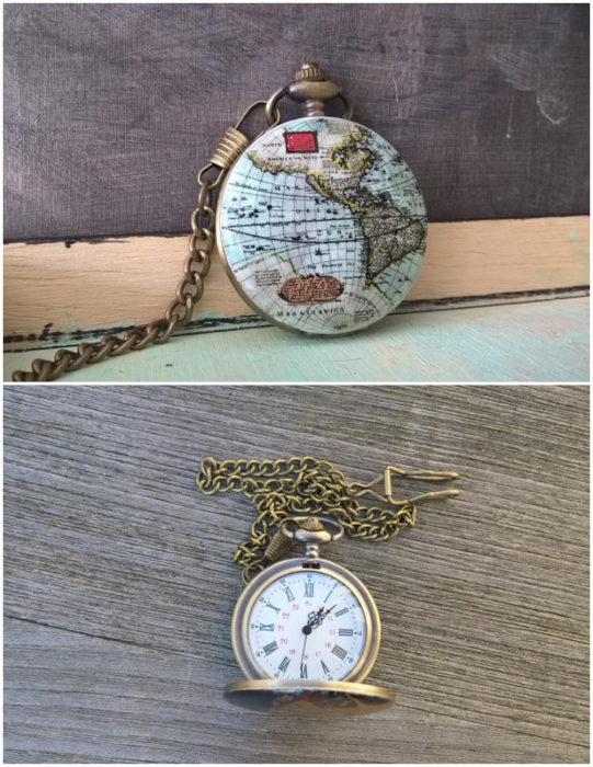Medallón de reloj con diseño de mapamundi