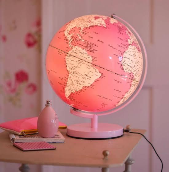 Lampara mapamundi en color rosa