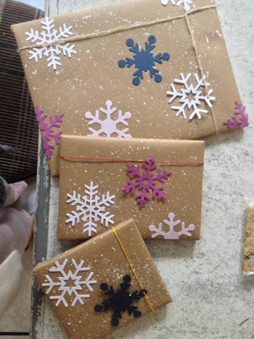 Envolturas navideñas con papel reciclado