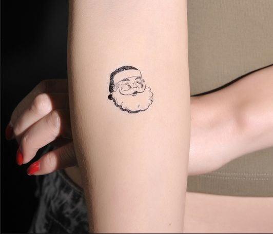 Tatuaje con el rostro de Santa Claus