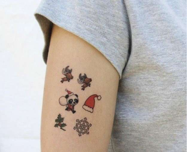 Tatuajes en miniatura con diseños navideños