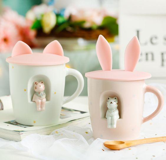 Tazas con tapas de orejitas de conejo